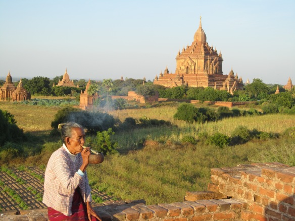 Woman smoking cigar bagan
